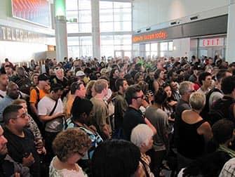 뉴욕 스태튼 아일랜드 - 페리를 기다리는 사람들