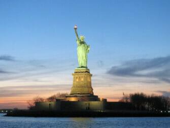 뉴욕 트와일라잇 크루즈 - 일몰 때의 자유의여신상