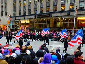 메이시 추수감사절 퍼레이드 - 미국 국기