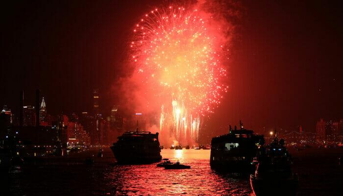 뉴욕 새해 전야 크루즈 - 불꽃놀이
