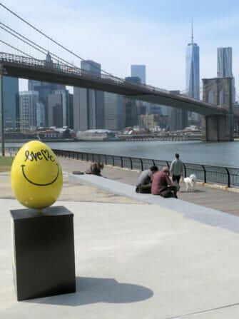 뉴욕 부활절 - 노란 부활절 계란