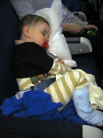 뉴욕 아이 동반 비행