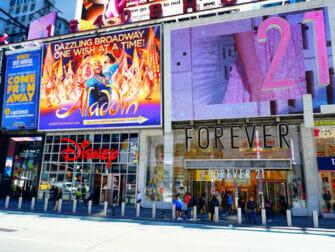 뉴욕 극장가 - Forever21