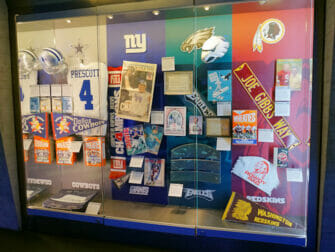 NFL 익스피리언스 타임스퀘어 - 전시물