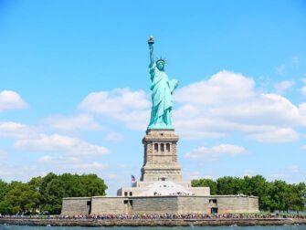 뉴욕 사이트씨잉 패스와 뉴욕 익스플로러 패스 비교 - 자유의 여신상